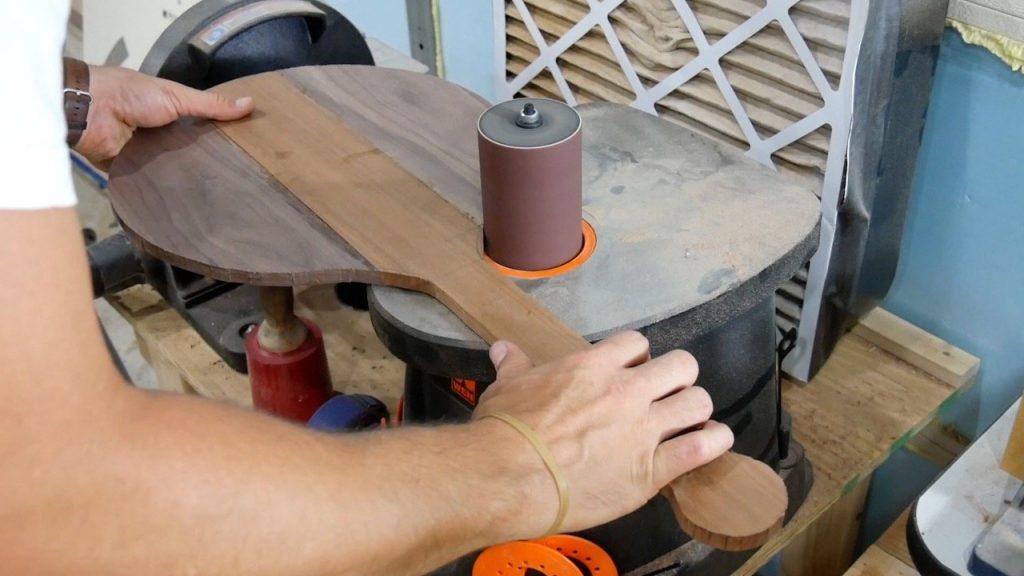 DIY Pizza Peel - 12 - spindle sanding