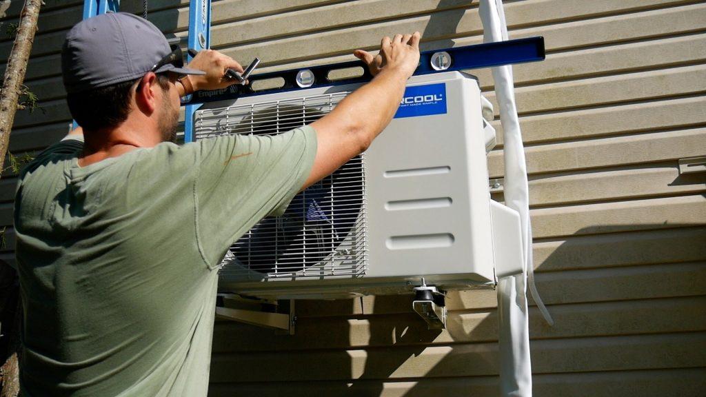 Mr Cool DIY 18k level outside condensor