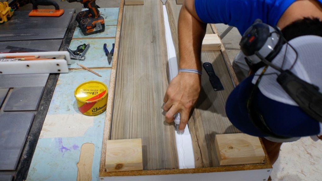 seal resin mold with caulk