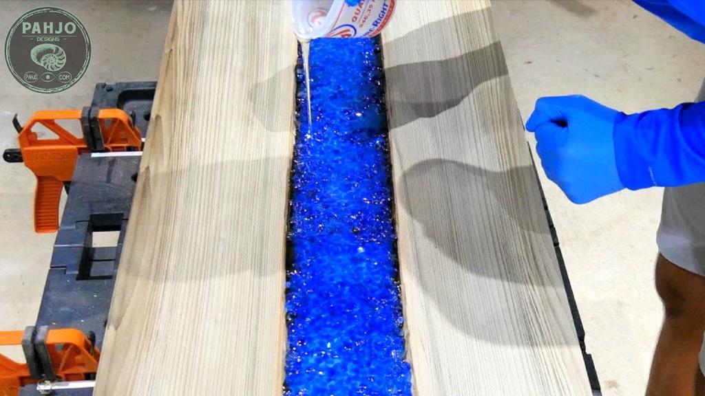 resin river table epoxy pour
