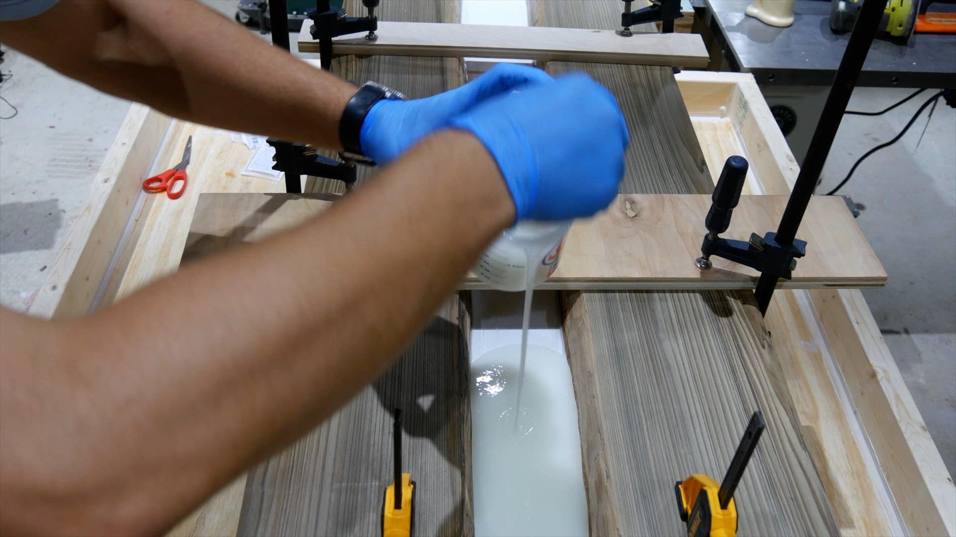 epoxy-resin-river-table-glowpowder_20171016_23