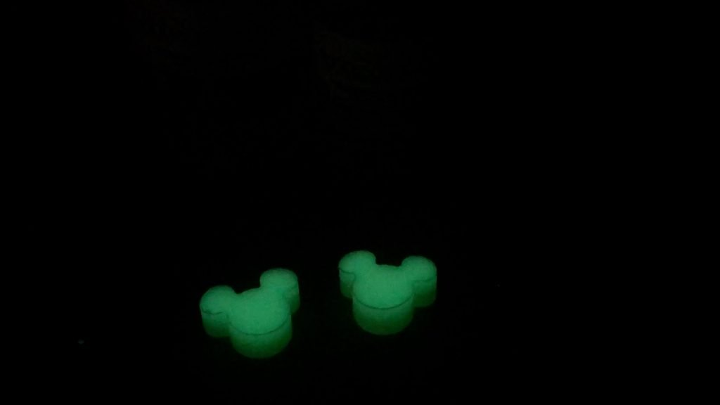 Resin Casting How to Make Mickey Mouse Ears_pour resin-glow