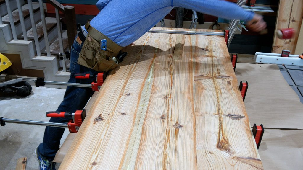 How to Make a Rustic Table with Epoxy Resin - Broken Mallet