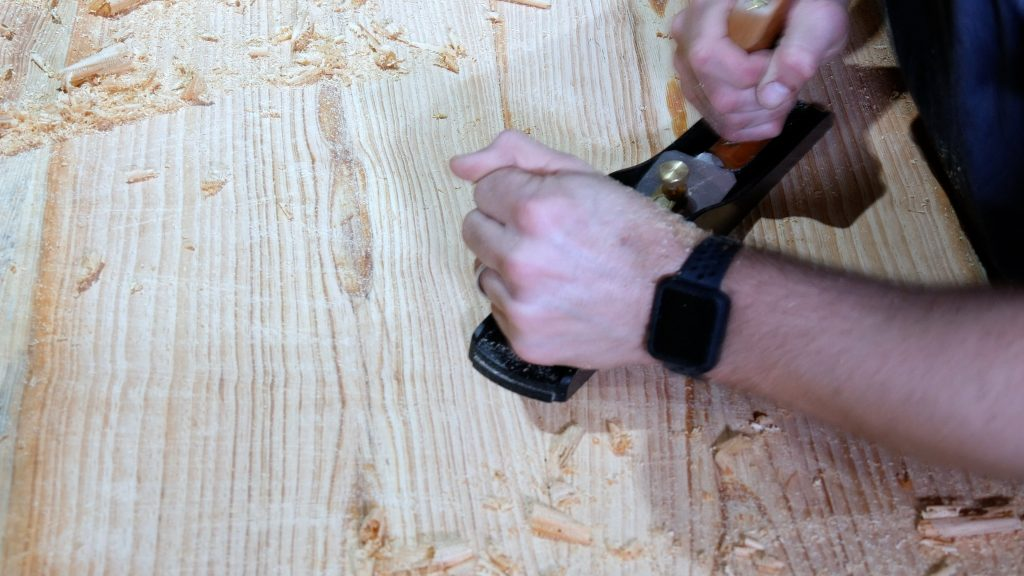 How to Make a Rustic Table with Epoxy Resin - Remove High Spots