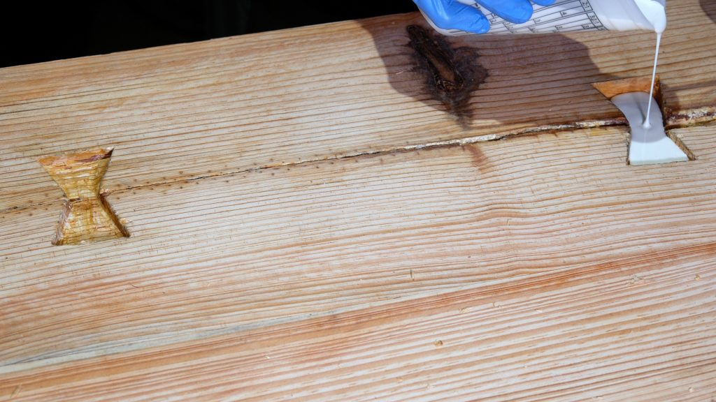 how to make a rustic table with epoxy resin - resin inlay pour