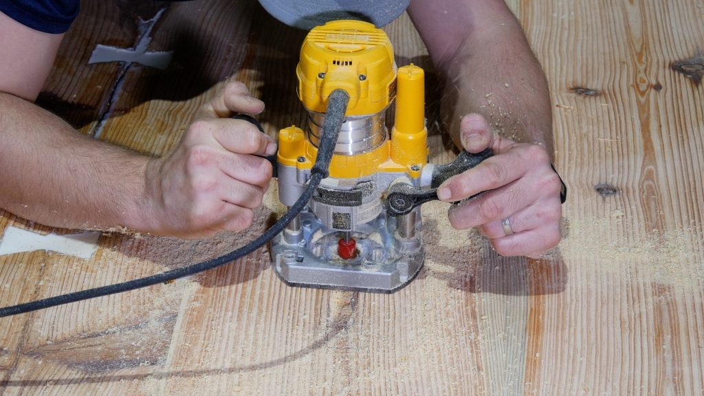 how to make an rustic table with epoxy resin - router inlay