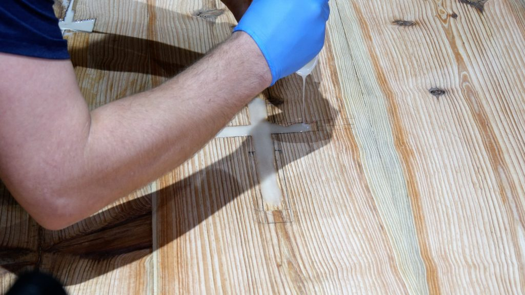 how to make a rustic table with epoxy resin - glow powder resin