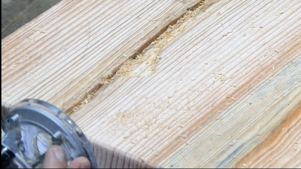 how to make a rustic table with epoxy resin - river roll off