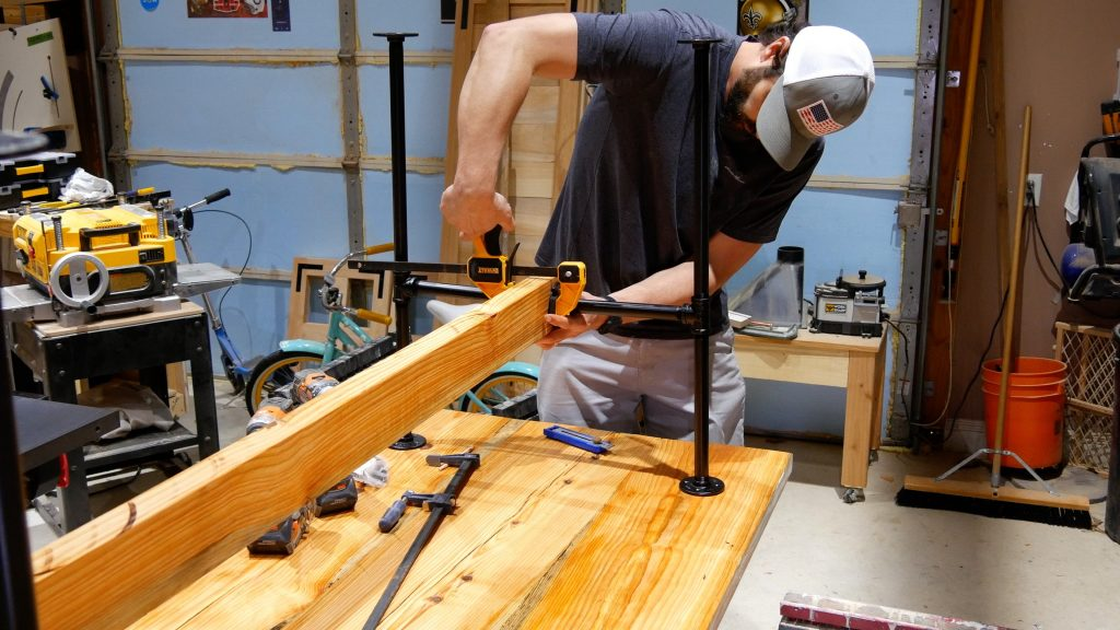 how to make a rustic table with epoxy resin - attach black pipe table legs