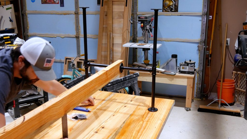 how to make a rustic table with epoxy resin - black pipe table base center