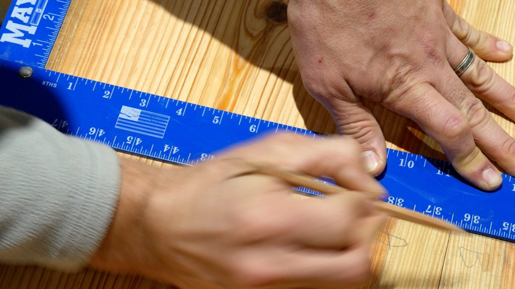 How to Make a Rustic Table with Epoxy Resin - Measure joints