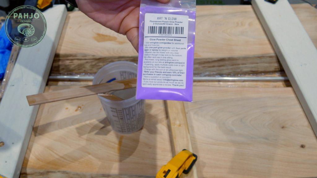 Epoxy Resin Glow Powder Mixing