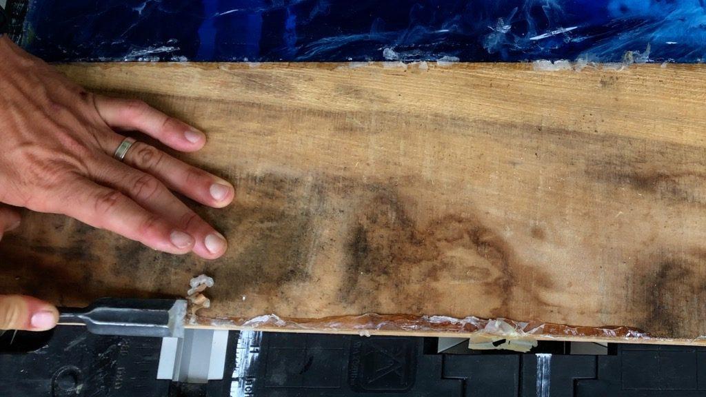 remove silicone caulk from epoxy resin mold
