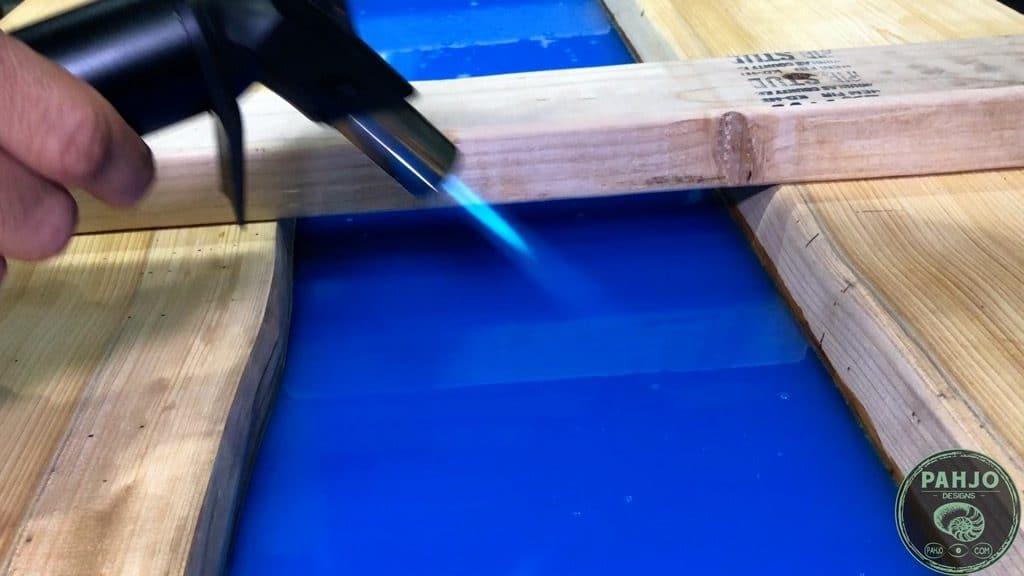 remove air bubbles in epoxy river desk