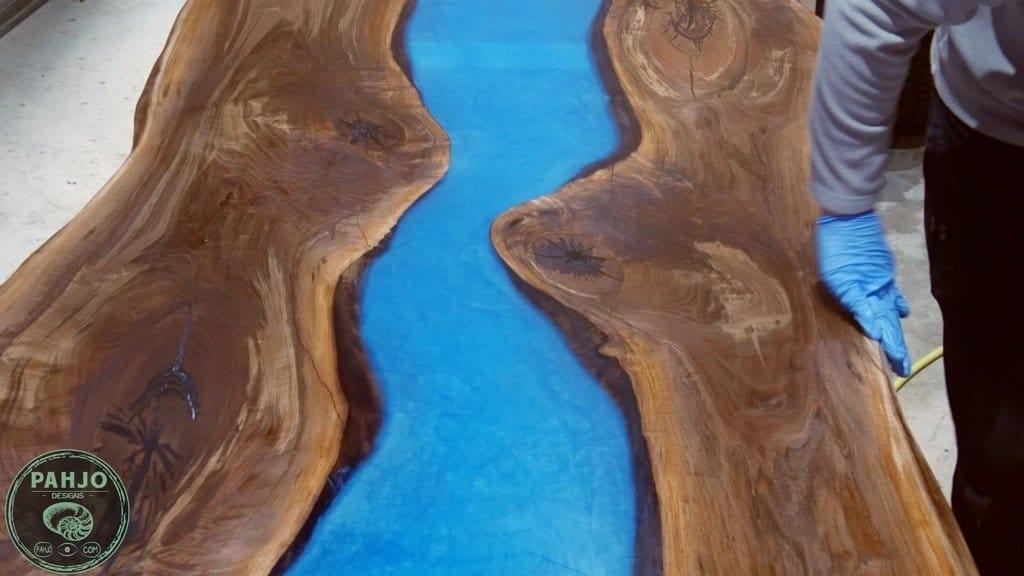 apply rubio monocoat oil plus 2c to epoxy wood table live edge