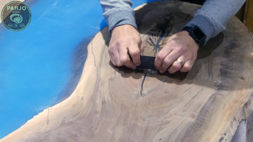 how to fill wood knots with epoxy