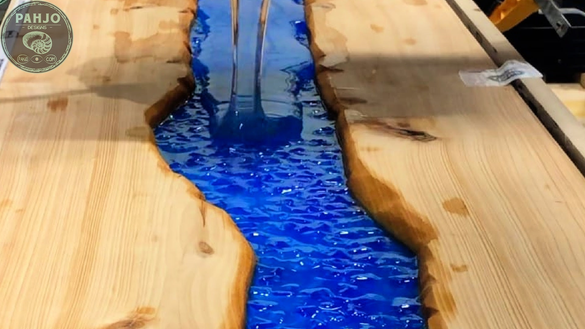 diy live edge river table with epoxy