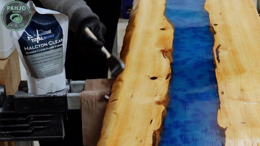apply varnish to epoxy wood table